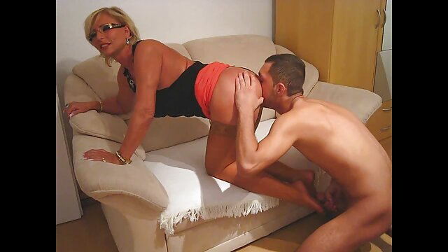 Une latina mignonne poupee sexuelle porn est allée rendre visite au patron